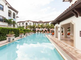 Resort-Style Condo:  Pool, Hot Tub, Gym - Sleeps 7