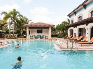 Resort-Style Condo:  Pool, Hot Tub, Gym - Sleeps 7