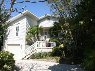 GORGEOUS EAST END POOL/CANAL HOME WITH BOAT DOCK, Sanibel Island