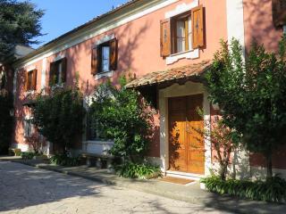 ELEGANT COUNTRY LIVING NEAR ROME, DAILY BREAKFAST & HOUSEKEEPING