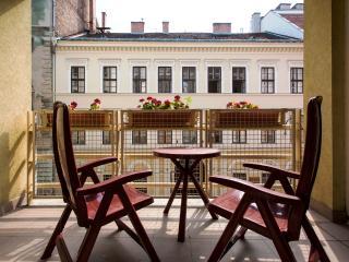 Gozsdu Terrace Apartment - Free Garage, Budapest