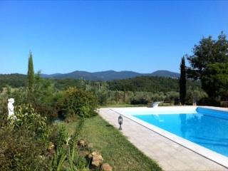 TUSCAN VILLA WITH PRIVATE POOL CLOSE TO BEACHES, GOLF, VINEYARDS, HISTORY