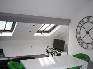 Modern Penthouse Suite in Town Centre, Huddersfield