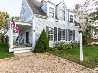 MILTC - Edgartown Village Area, Walk to Main St, Screened Porch, AC all rooms, W