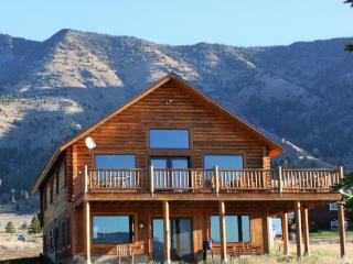 5 Bedroom3BA Minutes to Yellowstone Park/Also See listing3319032for open dates, West Yellowstone