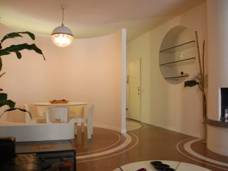 easyhomes Cinque Giornate - 2 bedrooms, for 4 pp, Milano