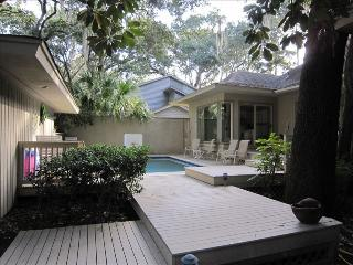 A FAVORITE FAMILY VACATION HOME JUST A 5 MINUTE WALK FROM HARBOUR TOWN., Hilton Head