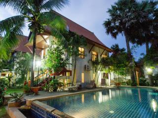 Lovely Villas 100 meters to beach - sleeps 10, Bang Tao Beach