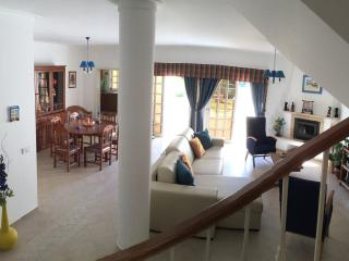 Traum-Ferienhaus fur einen erholsamen Urlaub, mit Pool, garten und 2km v. Strand