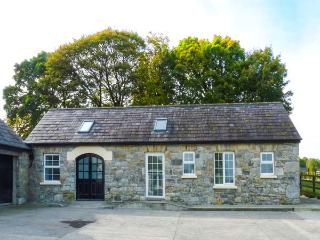 THE STONE HOUSE, detached, ground floor, WiFi, pet-friendly, stabling