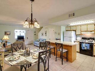 Dog-friendly condo w/private beach access, 11 pools, & more! Snowbirds welcome!