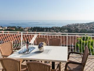 Guest House Kono- Two Bedroom Apartment with Balcony and Sea View