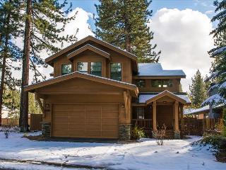 Bluejay Chalet – Sophisticated Tahoe Cabin, Modern Furnishings, Grill, Ping Pong, Wifi, Spa, South Lake Tahoe