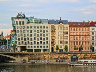 Spacious 2 bedrooms, Vltava River, Praga