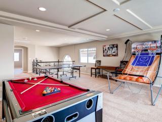 Dazzling new 6 bedroom home/ lavishly furnished, Las Vegas