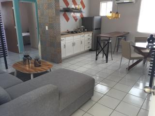 Apartamento nuevo amueblado a 3 min de la playa, Puerto Morelos