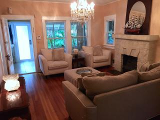 Elegant 2 bedroom Bungalow.  Duplex house., Miami