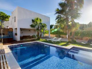 Expansive Mallorca villa w/ private pool & hot tub!, Arta
