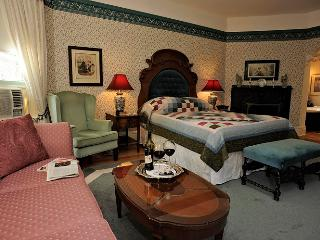 Elmwood Heritage Inn - Premier Suite Five Star B&B, Charlottetown