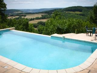Secluded hideaway - private pool & stunning views