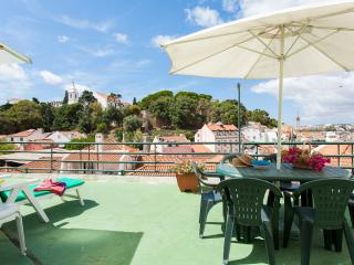 Spacious 3BR w/ Pátio & Rooftop Terrace in Graca, Lisbon