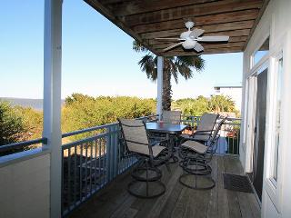 Savannah Beach & Racquet Club Condos - Unit C106 - Ocean Front - Swimming Pool - Tennis - FREE Wi-Fi, Tybee Island