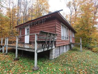 Oastler Lake cottage (#1004), Parry Sound