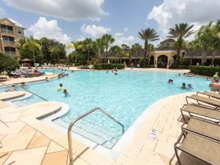 Windsor Hills beautiful 3 Bed condo 2 miles Disney, Orlando