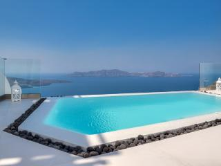Blue Villas | Jeanette| Luxury villa in Fira