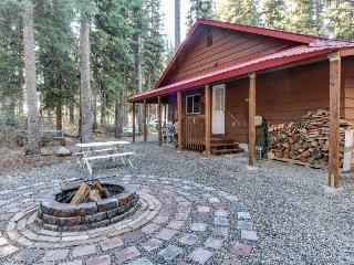 Cozy cabin one block to Payette Lake w/dock & boat parking!, McCall