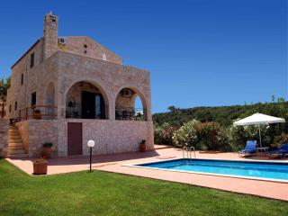 Fabulous Stone Villa with private pool & sea view, Kontomari