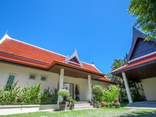 Large 3BR Villa in Tropical Garden
