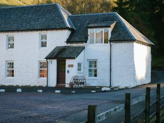 Beautiful 4 star Scottish cottage with mountain views and wood burning stove