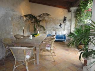 Preciosa casa de pueblo con patio en zona bonita, Campanet
