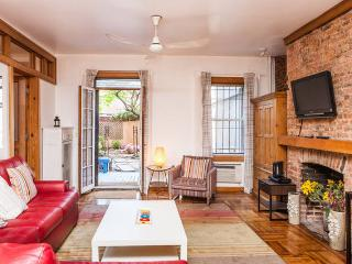 MANHATTAN NYC -East VILL-duplex /garden sleeps 8+4, New York