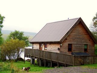 Luxury Lochside Log Cabin with Hot Tub