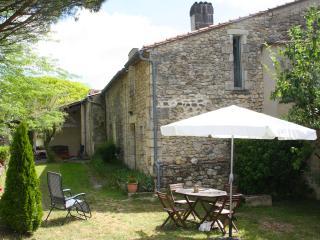 Gîte les Charmes dans le beau village de St Cibard, Saint-Cibard