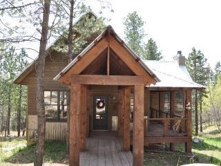 Gold Rush Lodge, Lead