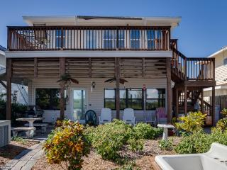 """WATERFRONT HOME """"BOATERS DREAM"""" 2br/3ba Pets OK"""