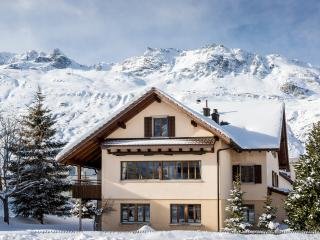Chalet Gemsstock for 10 people in the Swiss Alps
