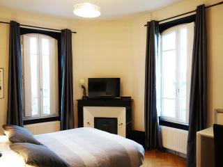 Chambre noire et blanche Maison du Petit bassin, Auterive