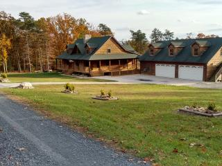 Beautiful Basement Apt in Large Log Home, Luray