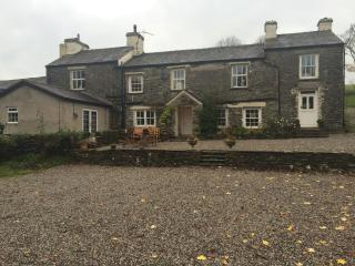 Beautiful Farmhouse with Hot tub, Kendal