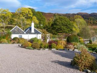 THE OLD SAWMILL, beautiful gardens and surrounding scenery, WiFi, Sky TV, ground floor cottage, in Glenborrodale, Ref. 927795