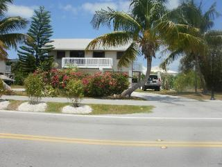 PARADISE IN THE KEYS BEAUTIFUL WATERFRONT HOME 5 MIN WALK TO THE BEACH