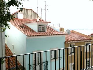 ESTEVAO III - Alfama Duplex for 4 !, Lisbon