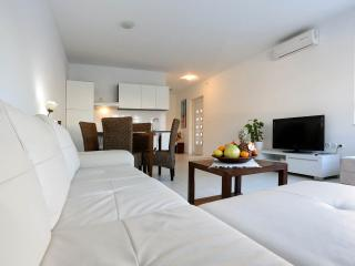 Deluxe Apartment Goya - near the Beach & Old Town!, Zadar