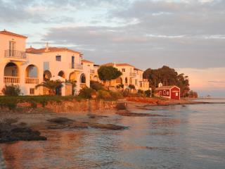 Villa-Levante, Spetses Town