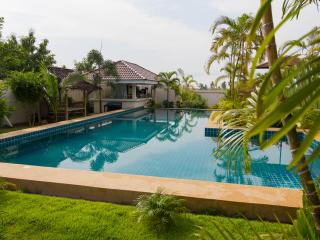 Modern Thai luxury 2 bed villa in Bangsaray