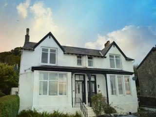 Upper Ashwood South apartment, stunning sea views, value for money, peaceful.